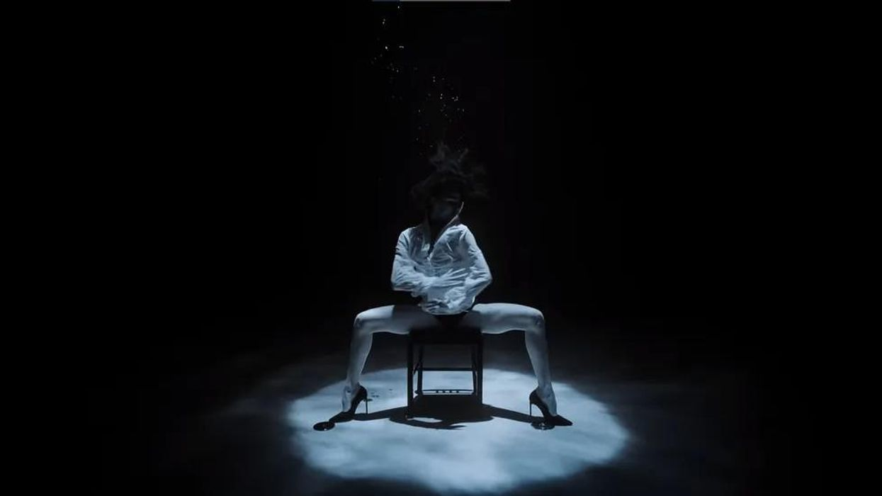 Ilyen, amikor egy táncművész egy 10 méter mély medencében tangózik