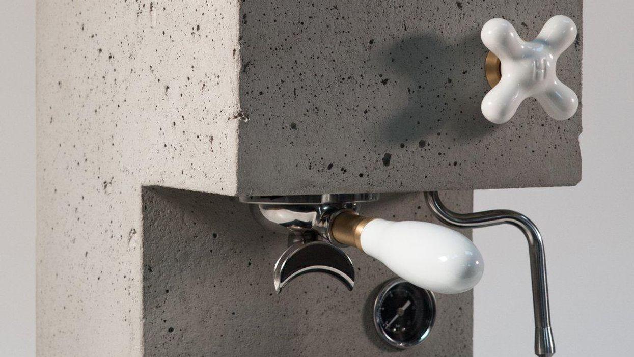 Súlyos egyéniség ez a betonból készült kávéfőző