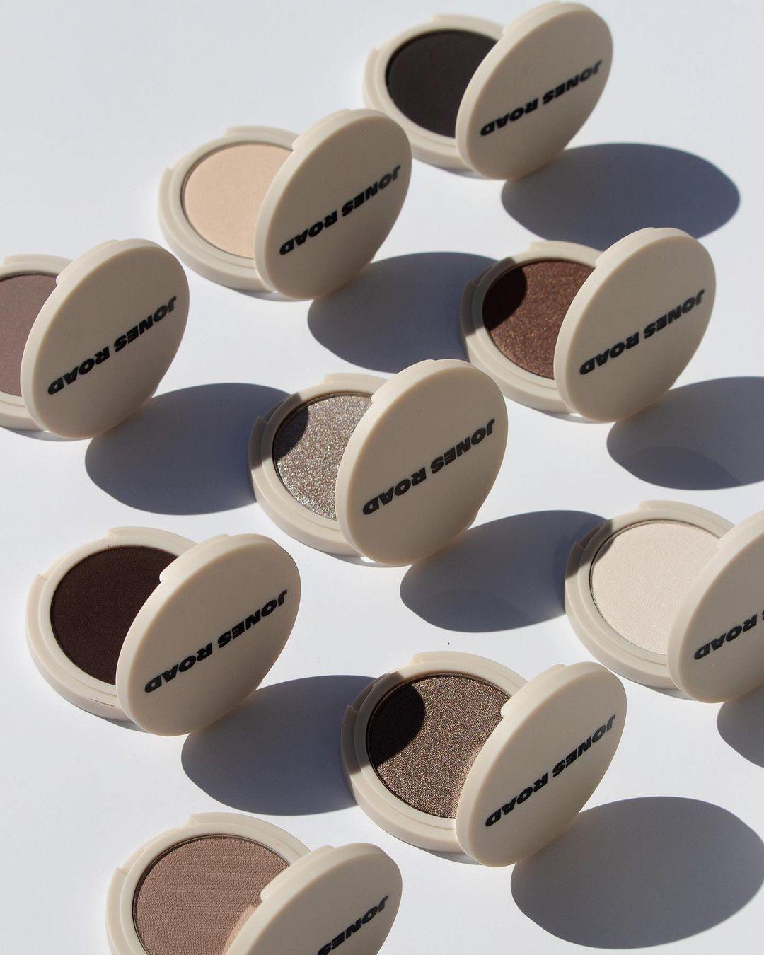Bobbi Brown új márkája, a Jones Road szemhéjfestékei