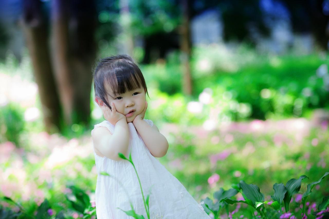 Kínai kislány Vuhanban