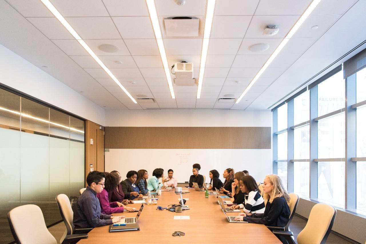 Kötelező lesz az amerikai tőzsdei cégekben nőket és alulreprezentált kisebbségi csoportok tagjait felvenni