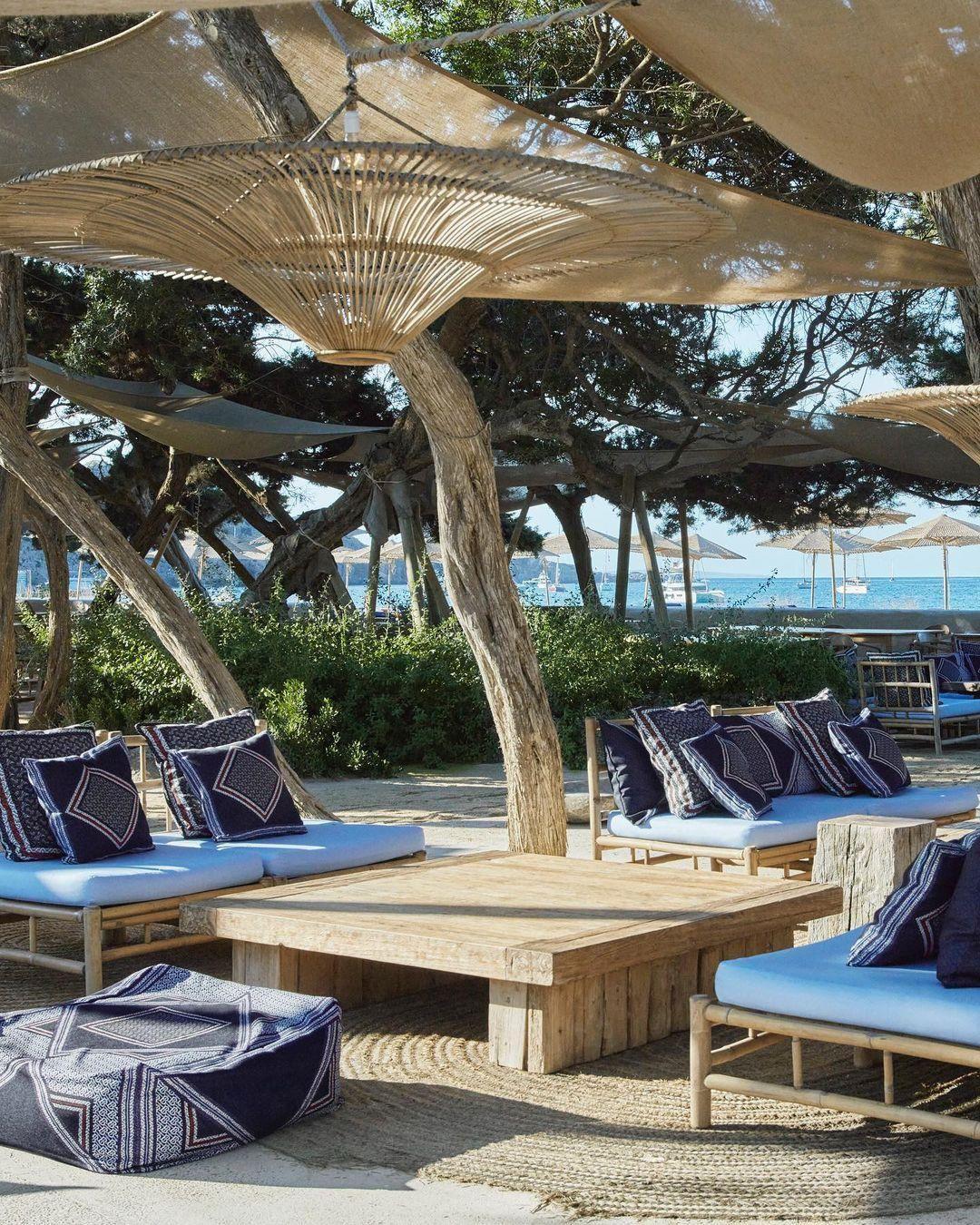 Megnyílt a Burberry luxusstrandja az ibizai Casa Jondal Beach Clubban