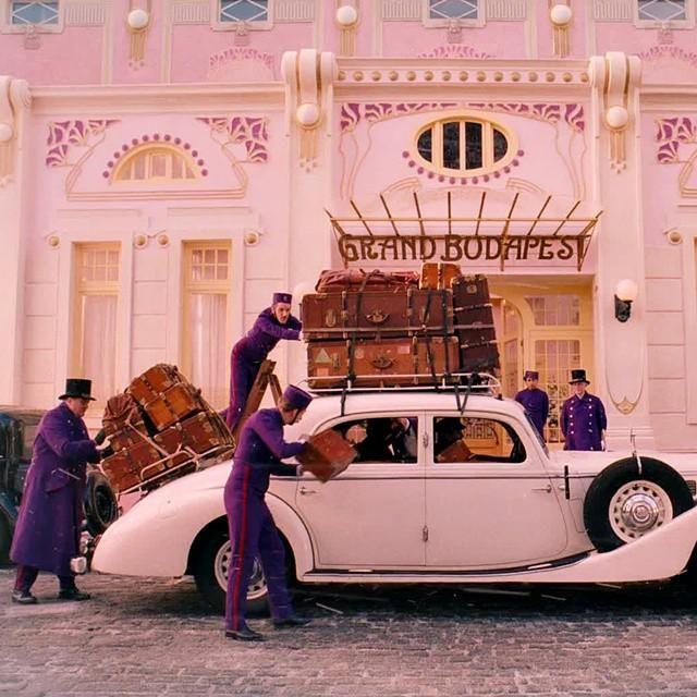 Jelenet Wes Anderson The Grand Budapest Hotel című filmjéből.