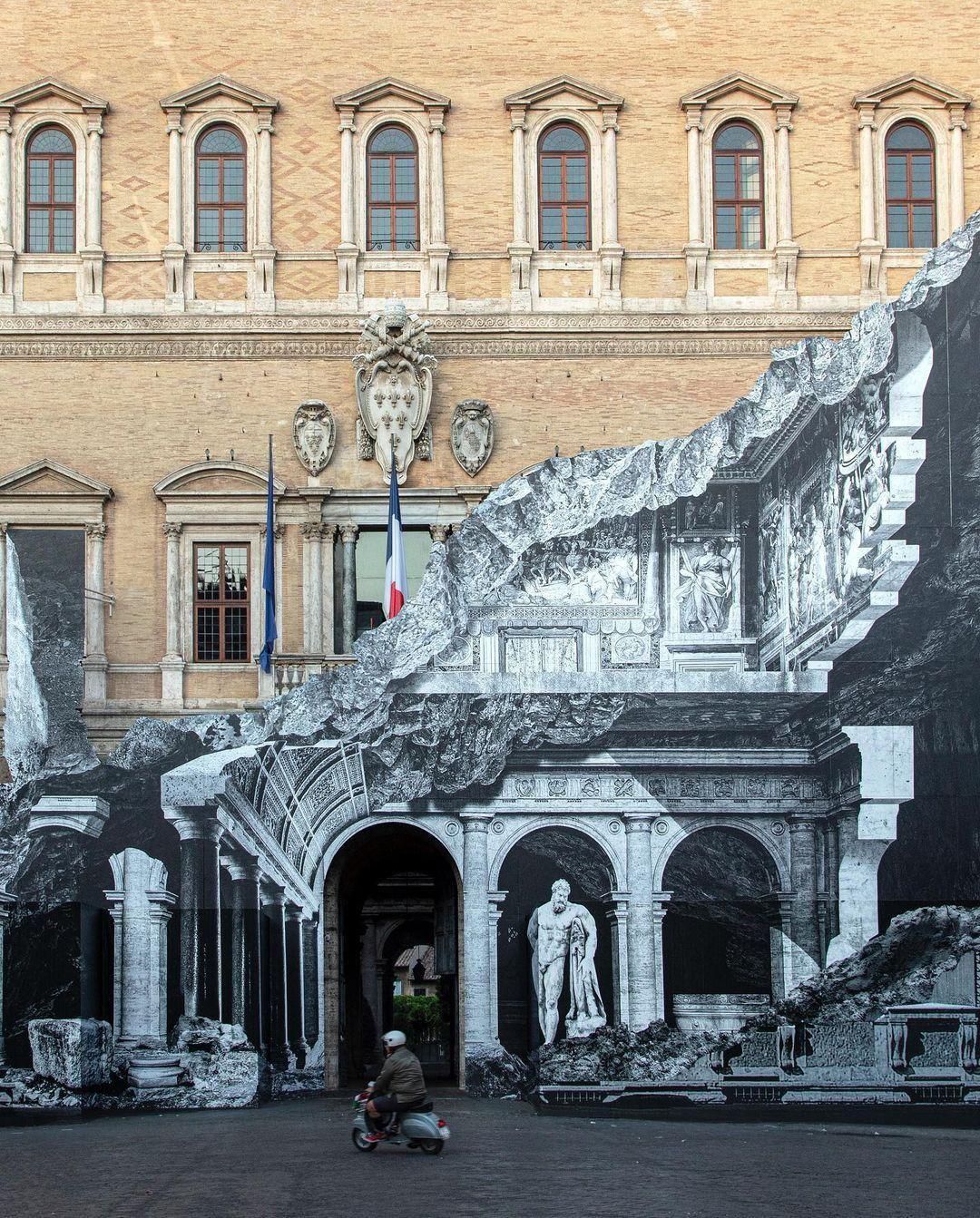 Új külsőt kapott a római Farnese palota JR street art művész munkájának köszönhetően