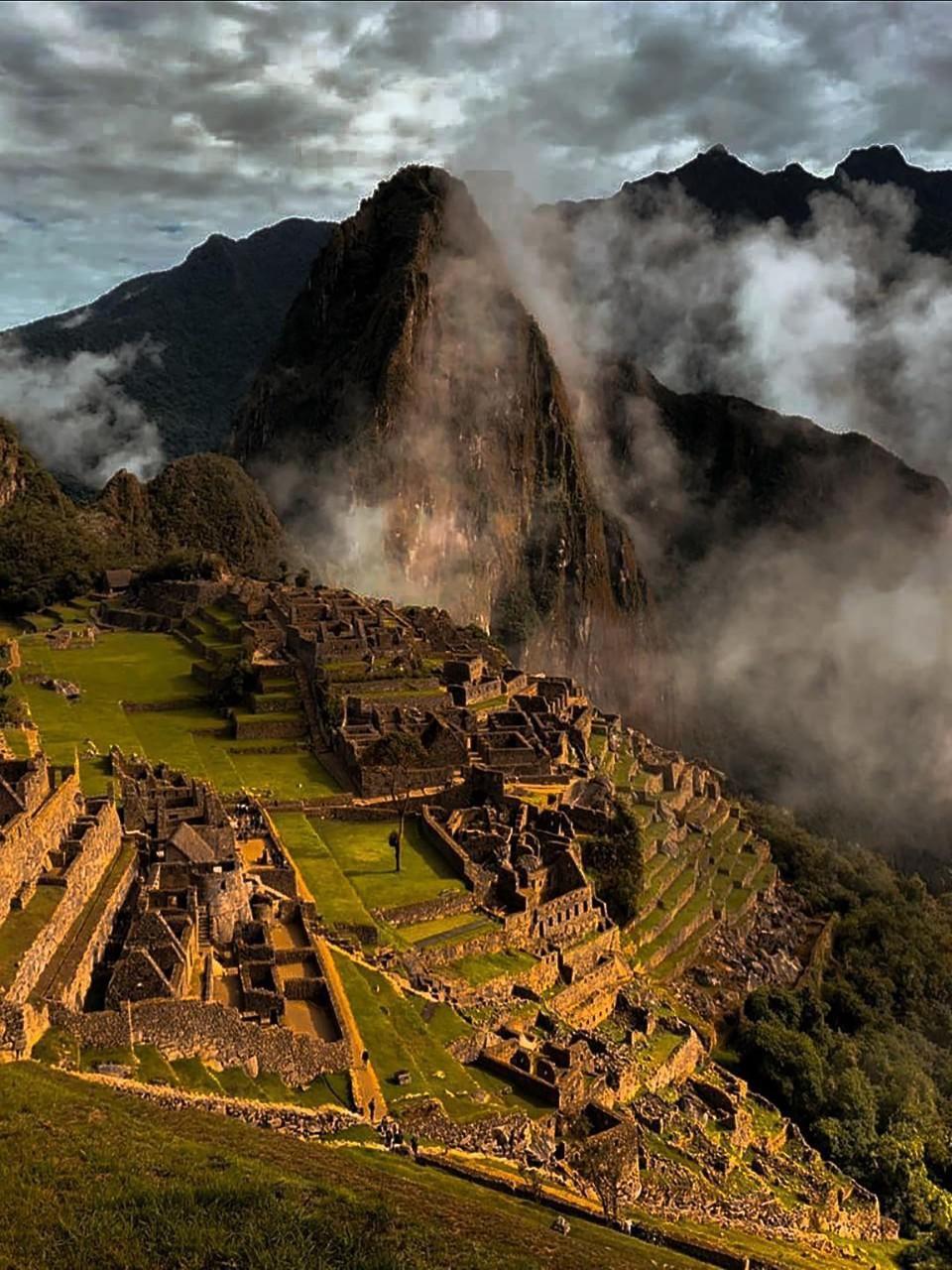 Machu Picchu, az egykori Inka Birodalomból maradt romváros a perui Cusco megyében