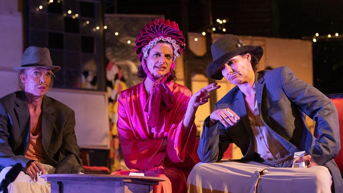 Kovács Patrícia, Jordán Adél és Péter Kata az AlkalMáté 2021-es, Jordán Adél című darabjában.