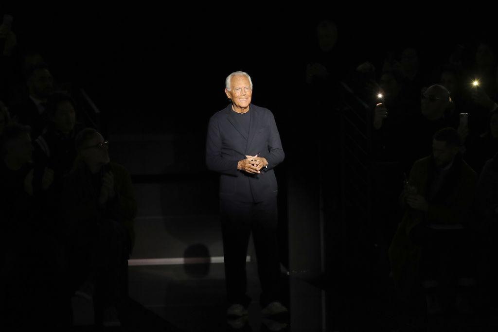Giorgio Armani új kollekciója divatbemutatóján Milánóban, 2020. január 13-án