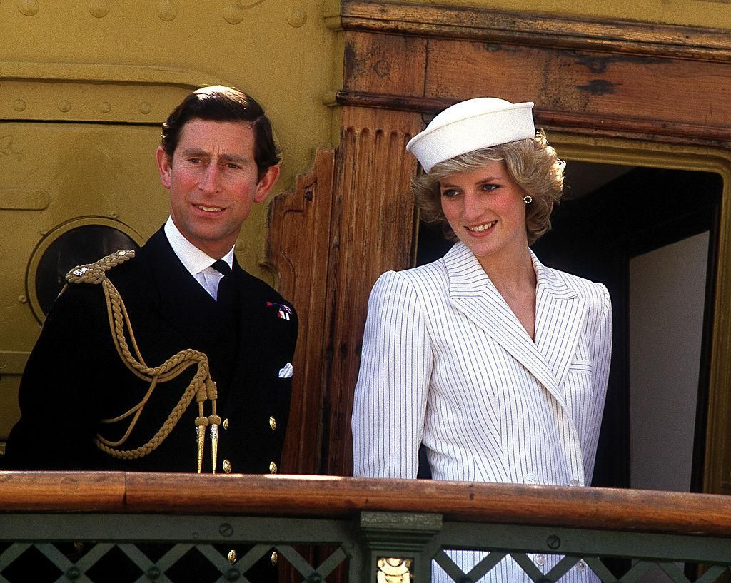 Diana hercegnő és Károly herceg a La Spezia olasz haditengerészeti bázison, 1985. április 20 -án.
