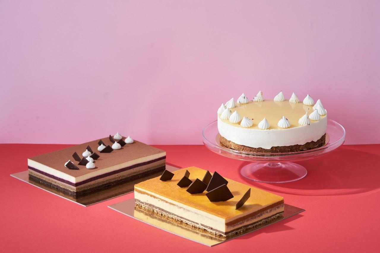 A 2021-es ország tortái: A vadászati és természeti kiállítás tortája, a Nimród (bal oldalon), az ország cukormentes tortája, a Beszterce ostroma (középen) és az ország tortája, a Napraforgó (jobb olldalt)