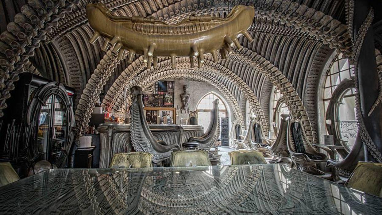 Az Alien megalkotója ihlette ezt a furcsa svájci bárt
