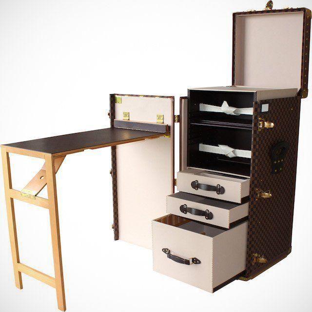 A Louis Vuitton küönleges, íróasztallá alakítható utazótáskája