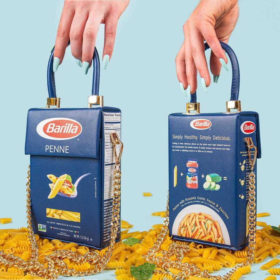 Nik Bentel dizájner tészta dobozból alkotott, limitált kiadású válltáskája