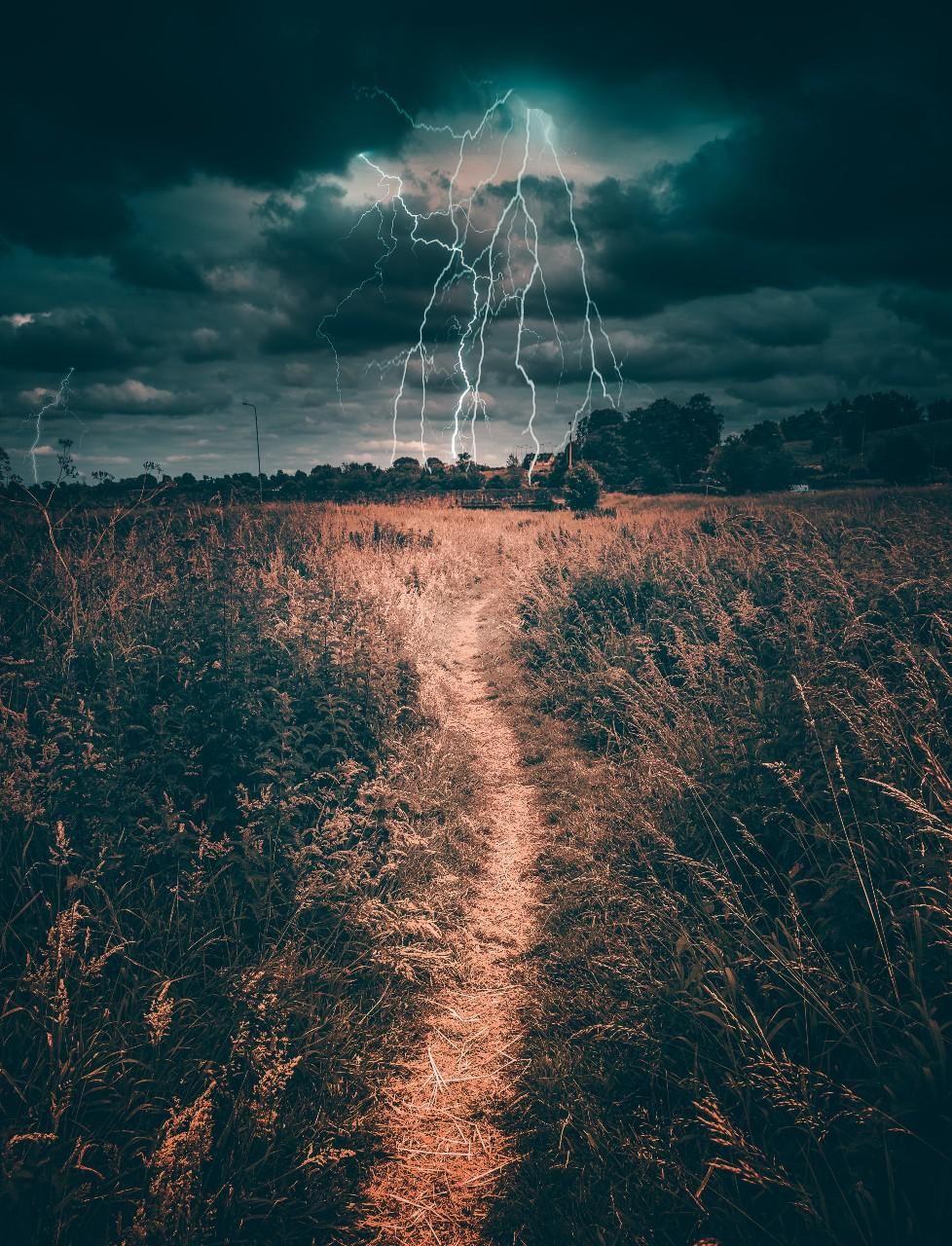 Írországi felvétel villámlásról, illusztráció.