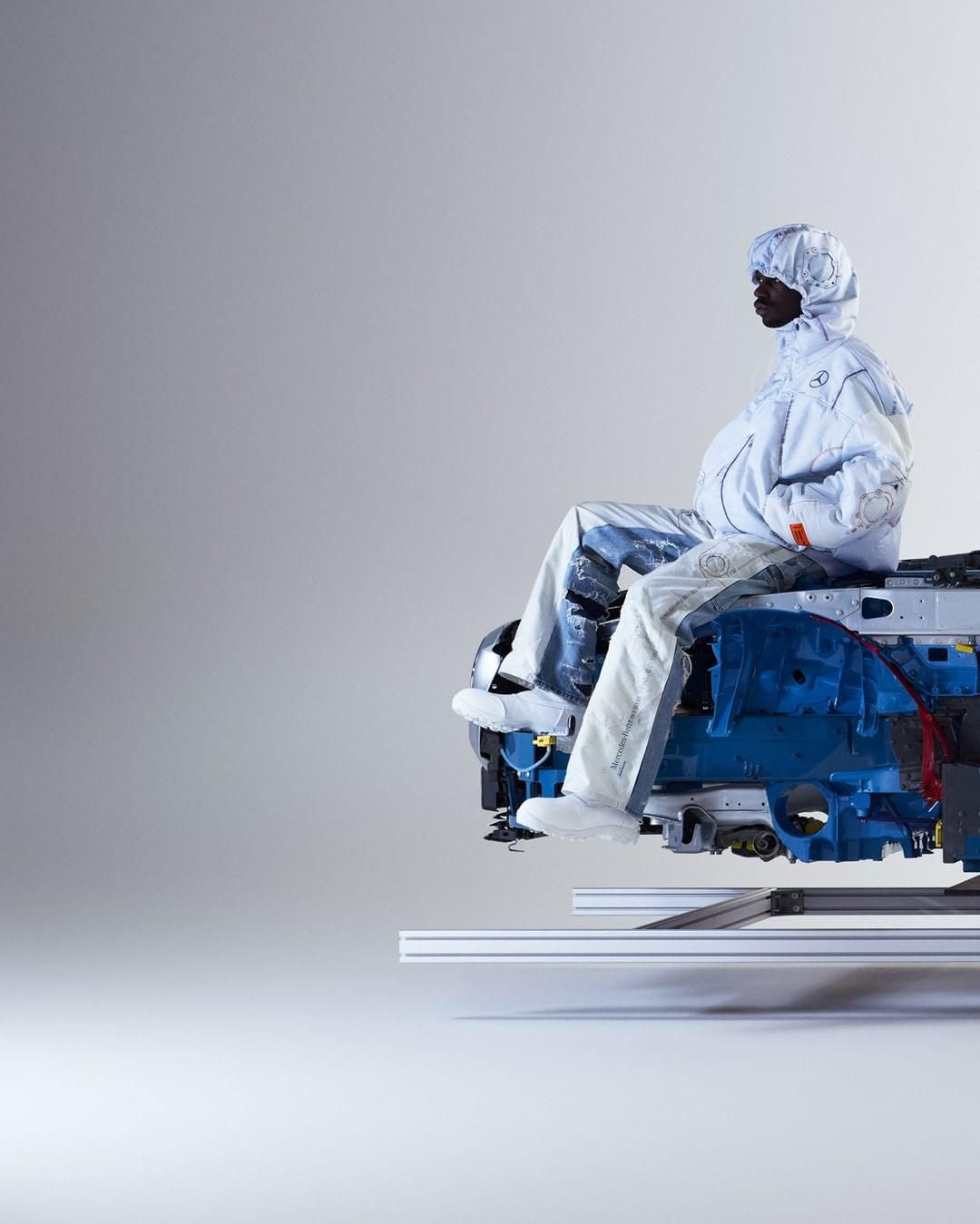 A Mercedes-Benz Heron Preston tervezővel közös kollekciójának darabjai újrahasznosított légzsákokból készülnek.