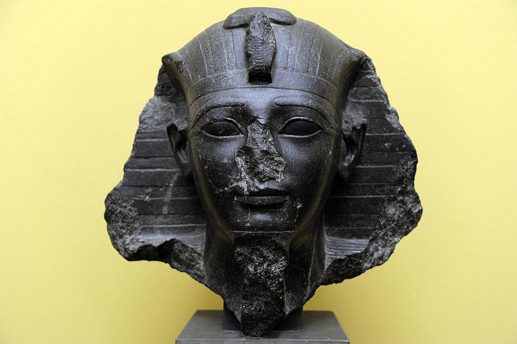 II. Amenhotep fáraó mellszobra a dániai Carlsberg Glyptotek Múzeumban