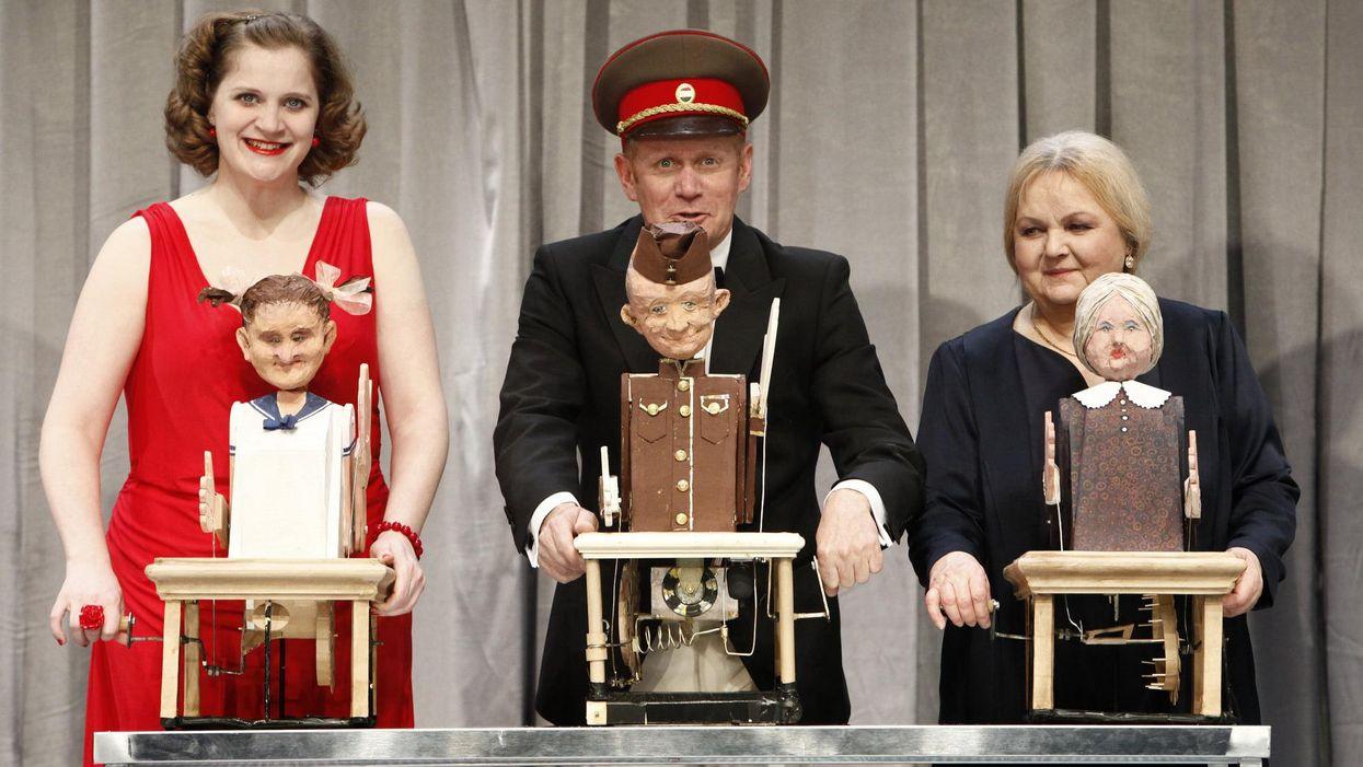 Takács Nóra Diána, Epres Attila és Pogány Judit az Örkény Szinház Tóték című előadásában