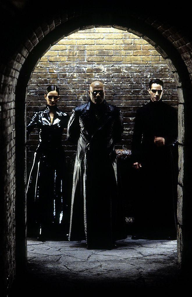 Carrie-Anne, Moss Laurence Fishburne és Keanu Reeves a 2003-as Mátrix – Újratöltve című filmben