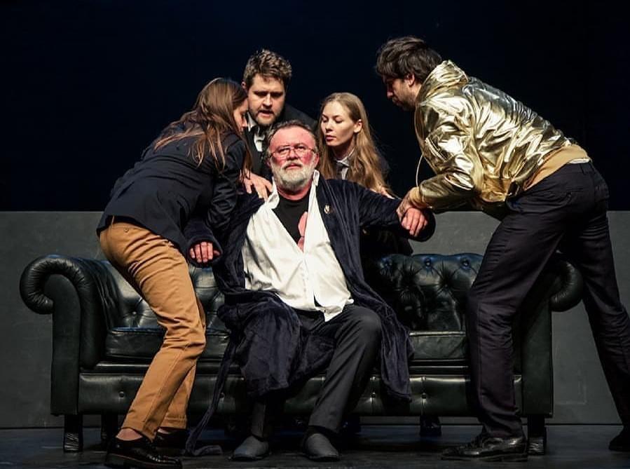 Az Örkény Színház  IV. Henrik című előadása