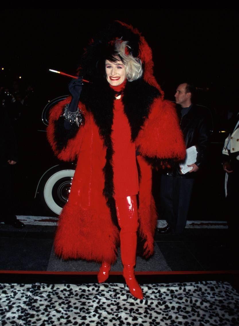 Glenn Close szőrmebundában a 101 kiskutya New York-i bemutatóján 1996. november 18-án