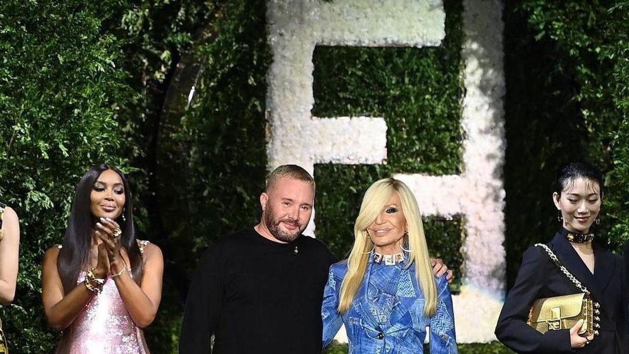 Kim Jones a Fendi divattervezője, és Donatella Versace a Versace kreatív igazgatója