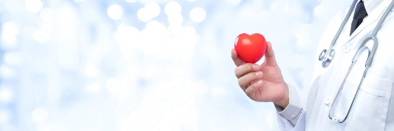 Rosszabb ellátásban részesülnek a szívrohamon átesett nők