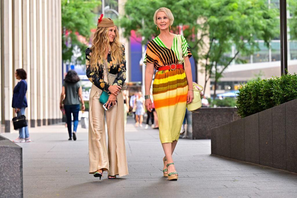 Sarah Jessica Parker és Cynthia Nixon az And Just Like That forgatásán
