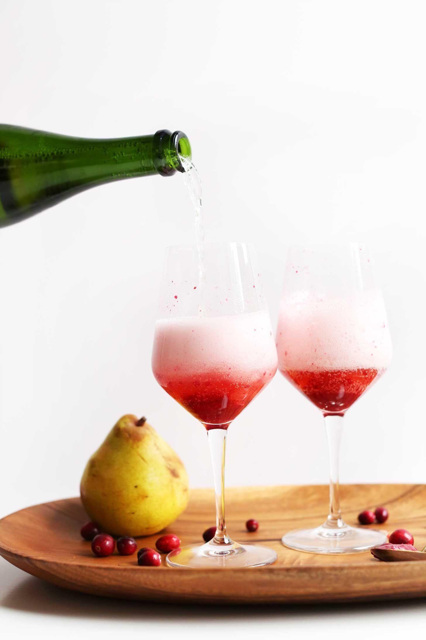 Élni tudni kell: körtés-áfonyás pezsgőkoktél