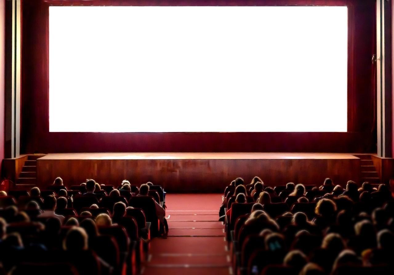 Nézőkkel teli mozi