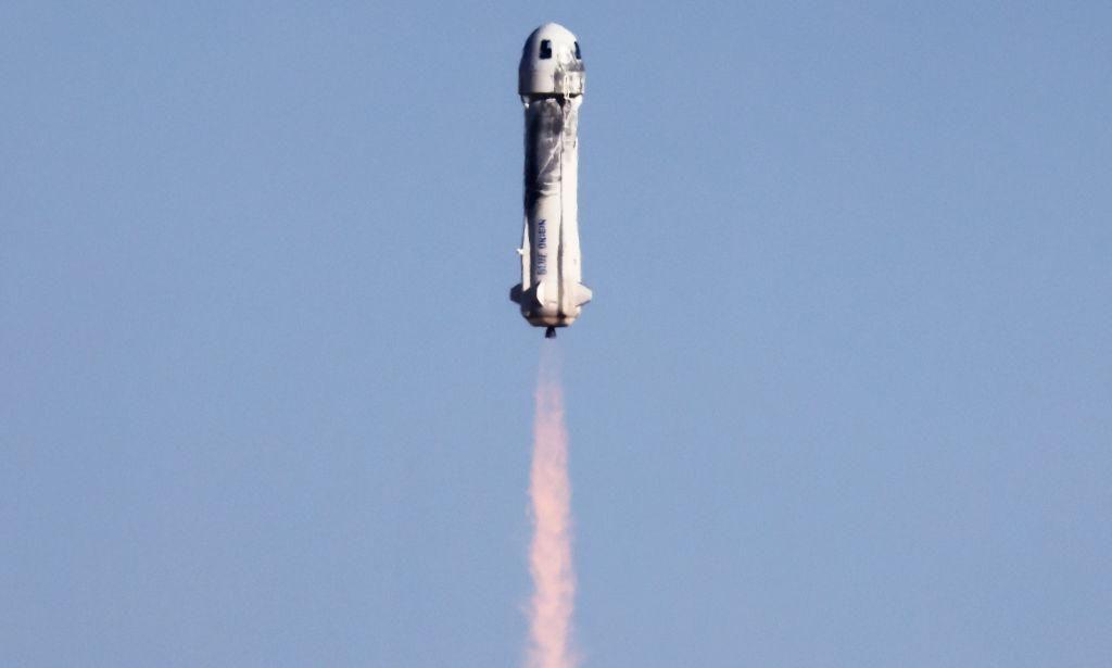 A New Shepard kilövése után néhány pillanattal 2021. október 13-án, a texasi Van Horn közelében