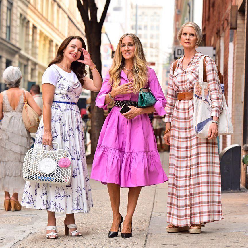Kristin Davis, Sarah Jessica Parker és Cynthia Nixon az And Just Like That című sorozat forgatásán