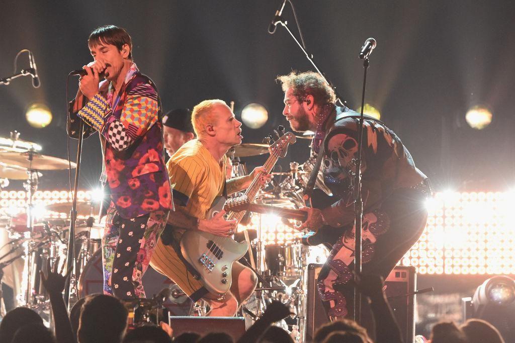 A Red Hot Chili Peppers tahjai, Flea és Anthony Kiedis és Post Malone a 2019-es Grammy-díjátadón